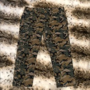Tory Burch Womens Camo Print Cropped Jeans Size 31